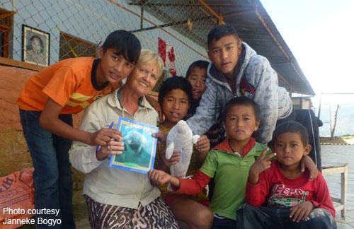 Janneke Boygo teaches children in Nepal about manatees.
