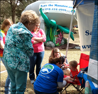 Volunteer Mina Reale at the Blue Spring Manatee Festival 2018